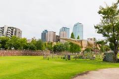 Dinosaurus in het park Stock Afbeeldingen
