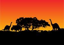 Dinosaurus met zonsondergang   Stock Afbeelding