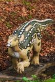 Dinosaurustentoonstelling in botanisch park Stock Afbeeldingen