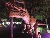 Dinossauro feroz no parque Imagens de Stock Royalty Free