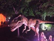 Dinossauro feroz no parque Foto de Stock Royalty Free