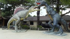 Dinossauros em um parque de diversões perto de Pattaya, Tailândia imagem de stock
