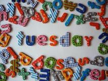 Dinsdagbanner met kleurrijke kleine letters royalty-vrije stock foto's