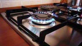 Dint внимания позволил варить плитаа включил и самостоятельно, опасно видеоматериал