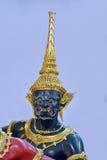 Dio ed i demoni all'aeroporto della Tailandia Suvarnabhumi fotografie stock libere da diritti