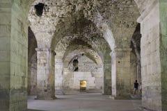 Diocletian宫殿古老墙壁分裂的 库存图片