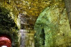 Diocletians slottkällare forntida arkitektur royaltyfri fotografi