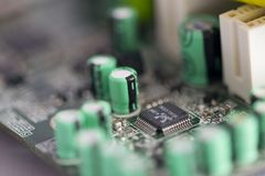Dioden en transistors in motherboard stock foto's