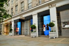 Dior骑士桥伦敦豪华时尚 免版税库存照片