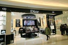 Dior shoppar i Hong Kong Arkivfoton