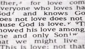 Dios del verso de la biblia es amor en foco estrecho fotografía de archivo libre de regalías