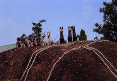Dios indio del pueblo de las estatuas del caballo en un complejo del templo del pueblo foto de archivo