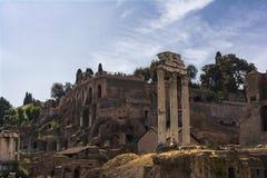 Dioscuri的寺庙-铸工和北河三寺庙-在罗马广场,罗马,意大利 免版税库存照片