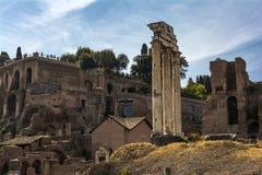 Dioscuri的寺庙-铸工和北河三寺庙-在罗马广场,罗马,意大利 免版税图库摄影