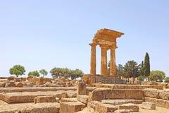 Dioscuri铸工和北河三寺庙  在寺庙的谷,阿哥里根托,西西里岛,意大利的著名古老废墟 r 免版税库存图片