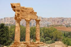 Dioscuri铸工和北河三寺庙  在寺庙的谷,阿哥里根托,西西里岛,意大利的著名古老废墟 r 免版税库存照片
