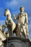 Dioskouri-Statue von Capitoline-Hügel bei Sonnenuntergang Stockfotografie