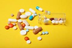 Dipendenza medica di farmacologia Antidepressivo, antibiotico, antiossidante, pillole di aspirin fotografie stock