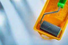 Dipinga il rullo trasportatore su fondo bianco fotografia stock