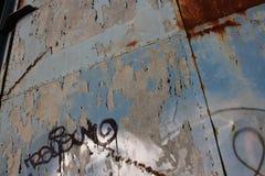 Dipinga la porta della sbucciatura fotografia stock libera da diritti