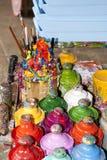 Dipinga le bottiglie, le spazzole e le latte della pittura Fotografia Stock Libera da Diritti