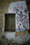 Dipingendo sulla parete in Orgosolo fotografia stock libera da diritti