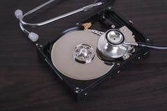 Dipinto del recupero di riparazioni del computer e di dati digitali immagini stock