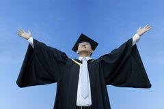 Diplômé asiatique heureux de mâle photographie stock