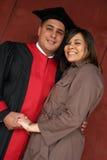 Diplômé heureux avec son associé Photos stock
