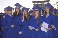 Diplômés émotifs de lycée Photo libre de droits