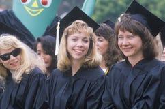 Diplômés par derrière pendant leur cérémonie Photos libres de droits