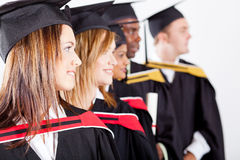 Diplômés regardant loin Photo libre de droits