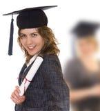 Diplôme de diplômé de fixation de jeune femme photographie stock