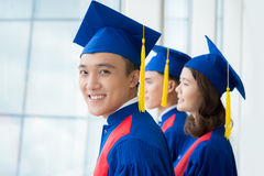 Diplômés à la cérémonie de commencement Photos libres de droits