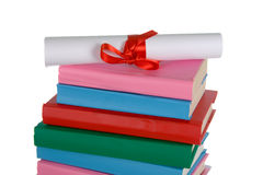 Diplôme et pile de livres Images stock