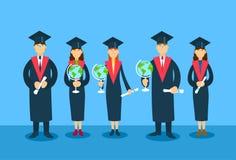 Diplom för papper för jordklot för studentGroup Graduation Gown håll stock illustrationer