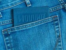 Diplom i bakficka av jeansnärbild Royaltyfria Bilder
