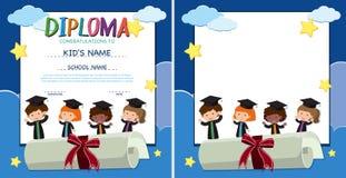 Diplom- och gränsmall med lyckliga ungar i avläggande av examenkappa royaltyfri illustrationer