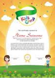 Diploma adorable del campamento de verano de los niños stock de ilustración