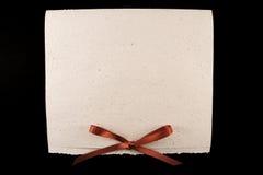 Diploma bianco con il nastro rosso Fotografie Stock Libere da Diritti