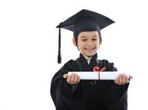 Diploma che si laurea il piccolo bambino dell'allievo, Immagine Stock