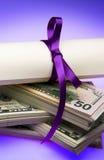 Diploma con el dinero Fotografía de archivo libre de regalías