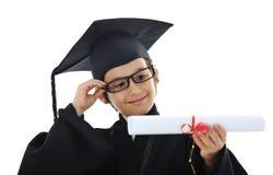 Diploma dat weinig studentenjong geitje een diploma behaalt Stock Foto's