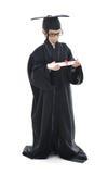 Diploma dat weinig studentenjong geitje een diploma behaalt, Royalty-vrije Stock Foto