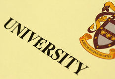 Diploma de la universidad Imágenes de archivo libres de regalías