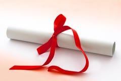 Diploma o certificado de la graduación Imagenes de archivo