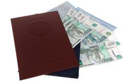 Diploma's van hoger onderwijs met toepassingen en geld Stock Foto