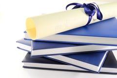 Diploma y libros Fotografía de archivo libre de regalías