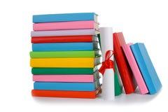 Diploma y pila de libros Imagen de archivo