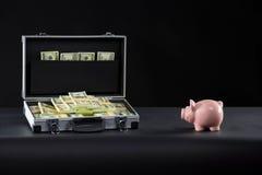 Diplomata completamente do dinheiro. Imagens de Stock